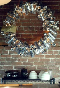 Recycled Xmas | Wreath made of cans
